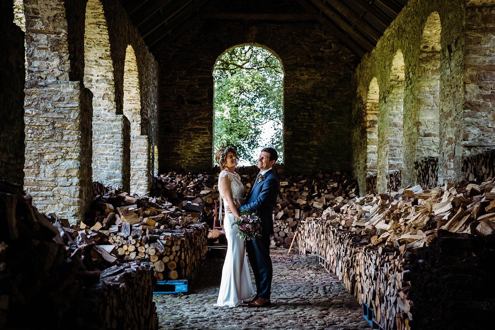 country house wedding, wedding portrait in a barn